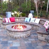 Love this fire pit area!