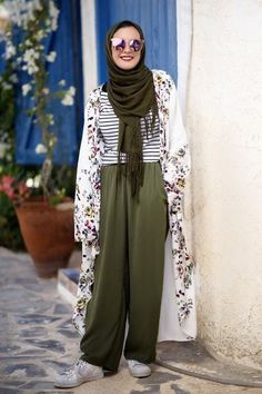 Olive green pants with kimono-How to style the olive green outfits with hijab – Just Trendy Girls