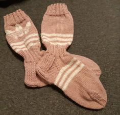 Tilkkutäti: Adidas-villasukat Wool Socks, Yarn Projects, Marimekko, Adidas, Fingerless Gloves, Arm Warmers, Knit Crochet, Knitting, Crafts