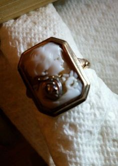 VINTAGE GOLD TONE CAMEO RING WOMAN WEARING NECKLACE #CameoRing