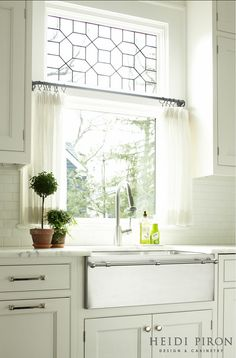 Transitional White Kitchen (via Bloglovin.com )