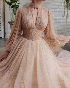 Details - Beige dress color - Crystal tulle fabric - Long sleeves with V-neck, waist definition and an open leg gown - For special occasions Glamorous Dresses, Elegant Dresses, Pretty Dresses, Beautiful Dresses, Ball Dresses, Prom Dresses, Formal Dresses, Sexy Dresses, Wedding Dresses