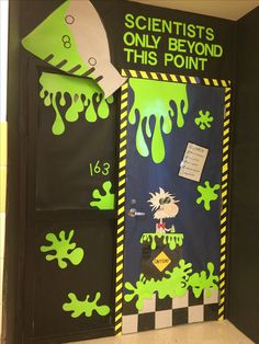 classroom decor Wow your students with these 21 science classroom decorating ideas. These science lab door decoration ideas are perfect for elementary science teachers! Classroom Door, Classroom Displays, Classroom Themes, Biology Classroom Decorations, Door Displays, Science Room, Science Week, Earth Science, Science Experiments