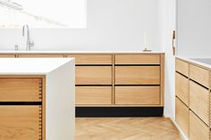 Handleless kitchens available in any colour or veneer Skandi Kitchen, Handleless Kitchen, Kitchen Furniture, Furniture Design, Modern Furniture, Feature Wall Design, Plywood Kitchen, Victorian Terrace House, Open Plan Kitchen Living Room