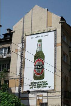 """Beck's, cartellone pubblicitario """"naturale"""" con muschio: pubblicità eco friendly! http://mediagu.com"""