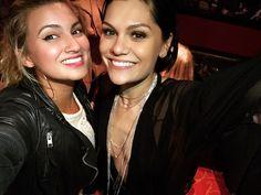 Queens Tori Kelly and Jessie J 😍👸🏼👸🏻 Tori Kelly, Jessie J, Paramore, Music Is Life, Girl Power, Leather Jacket, Selfie, Celebrities, Singers