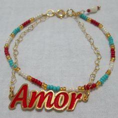 Pulsera Puro Amor Materiales: Accesorios en oro goldfield, hilo, lágrima de vidrio, mostacillas checas Valor: $12.000