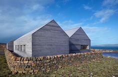 Traditionelle Bauweise vernakuläre Architektur-Schottland Haus mit Satteldach Meerblick