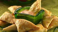 Mini Reuben Turnovers - Craving the flavors of a Reuben sandwich? You'll get them in this little crescent appetizer. Also try a Rachael with turkey and cole slaw. Appetizer Dips, Appetizer Recipes, Snack Recipes, Cooking Recipes, Snacks, Beef Recipes, Cooking Tips, Dinner Recipes, Catering