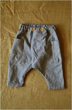 Encontre i - roupas para crianças - . - Look - Meninos - Roupas de Bebê Baby Boy Fashion, Toddler Fashion, Kids Fashion, Baby Pants, Kids Pants, Baby Boy Outfits, Kids Outfits, Diy Bebe, Unisex Baby Clothes