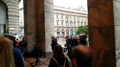 Street performance beside rainy Duomo Milan, Italy. #milan #milanocity #travelblogger #instatravel #instago #instamood #instalike #instadaily #instapicture #instagood #videooftheday #streetart #streetstyle #gallleriavittorioemanuele #piazzaduomo #milano #italy #livesinging #milanocityufficiale #milanocityofficial #instavideo