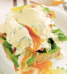 Ai nevoie de un fel aspectuos şi delicios pentru o cină specială? Încearcă şi tu această reţetă de ouă Benedict. Sunt delicioase şi nu se prepară greu! 1. Pentru sos, untul se topeste pâna se ridica la suprafaţa puţina spuma, se da deoparte si se lasa sa se racoreasca. Între timp, într-un blender, se pun … Seitan, 30 Minute Meals, Tzatziki, Frappe, Nutella, Zucchini, Bacon, Food And Drink, Eggs