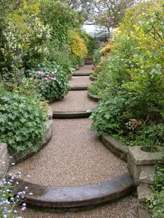 20 Amazing DIY Garden Pathway Design For Best Backyard Ideas Garden Steps, Garden Paths, Amazing Gardens, Beautiful Gardens, Low Maintenance Garden Design, Path Design, Design Ideas, Sloped Garden, Xeriscaping