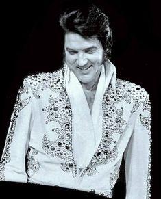 Elvis Presley Pictures, Graceland Elvis, Elvis In Concert, Rock Music, Memphis, Rock And Roll, Legends, King, Fashion