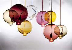 Meltdown, da Cappellini la lampada a sospensione in vetro colorato
