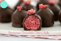 NO-BAKE CHERRY RIPE BALLS! Perfectly delicious no-bake Cherry Ripe Balls made from condensed milk, coconut, glace cherries and chocolate! These are the easiest little bites ever. Xmas Food, Christmas Desserts, Christmas Treats, Christmas Recipes, Christmas Cooking, Christmas Things, Christmas Goodies, Holiday Treats, Finger Desserts