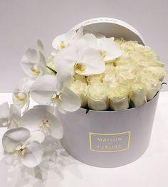 For the love of white ✨ Flower Box Gift, Flower Frame, Flower Boxes, Orchid Centerpieces, Wedding Centerpieces, Luxury Flowers, Beautiful Flowers, Wedding Arrangements, Floral Arrangements