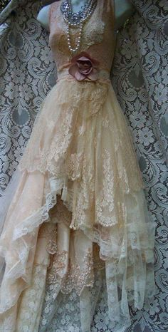 Bridesmaid dresses Cream wedding dress beige champagne tulle fairytale vintage bride outdoor romantic small by vintage opulence on Etsy Vestidos Vintage, Vintage Dresses, Vintage Outfits, Vintage Fashion, 1950s Dresses, Beautiful Gowns, Beautiful Outfits, Cream Wedding Dresses, Dress Wedding