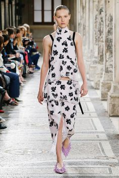 Proenza Schouler Spring-Summer 2018/ Paris Fashion Week #pinkpineappleblog #thepinkpineapple #pfw2017  #pfw #proenzaschouler