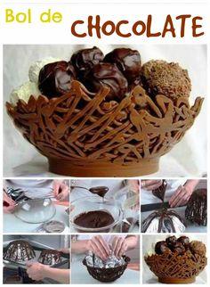 Una manera divertida y original de servir tus postres es dentro de un bol de chocolate. Necesitarás forrar con papel de aluminio un bol del...