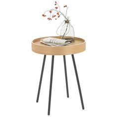 """Der Beistelltisch """"Oak Tray"""" von ZUIVER vereint Funktionalität und modernes Design in Perfektion. Die harmonische Kombination aus Schwarz und Eichefarben sieht besonders ästhetisch aus und macht eine hervorragende Figur in Ihren vier Wänden. Aus einer hochwertigen Faserplatte sowie furniertem Echtholz gefertigt, ist der Tisch ausgesprochen stabil und robust. Bewahren Sie darauf stilvolle Accessoires oder Zeitschriften geschmackvoll auf!"""