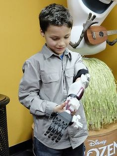 Georgia Boy Gets 3D-Printed 'Stormtrooper' Prosthetic Arm (VIDEO) http://www.people.com/article/3d-printed-prosthetic-stormtrooper-arm