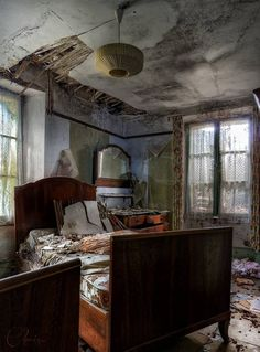 Creepy and Actually Wonderful Abandoned Rooms