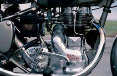 Once a bullet owner, always a bullet owner  Door: Marina Block    Met de nieuwe Bullet gooide de gerenommeerde wapen- en motorfietsfabrikant Royal Enfield uit Reddich in Worcestershire de knuppel in het Britse motormakers hoenderhok. Dat was in