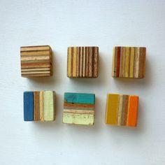 廃材 木っ端 からうまれた マグネットたち合板の断面や、いろんな色がおいしそうな マグネット。。。size:およそ35mm×35mm 厚み15mm...|ハンドメイド、手作り、手仕事品の通販・販売・購入ならCreema。