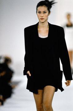Calvin Klein Collection Spring 1994 Ready-to-Wear Fashion Show - Natane Boudreau Fashion History, 90s Fashion, Runway Fashion, High Fashion, Fashion Show, Vintage Fashion, Fashion Outfits, Fashion Design, Vintage Style