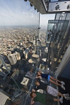 The Ledge at the Willis Tower in Chicago. @Skydeck Chicago