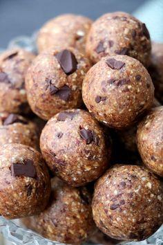 "Nydelige ""cookie dough"" energikuler - LINDASTUHAUG Christmas Baking, Cookie Dough, Snacks, Cookies, Chocolate, Desserts, Food, Alternative, Crack Crackers"