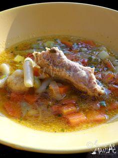 Ciorba de legume cu oase de porc