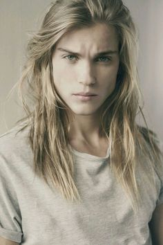 long curly hair for men / long curly hair men / rizos / long natural hair / men with long hair / cabelo cacheado masculino Curly Hair Shapes Length Blonde Jungs, Beautiful Men, Beautiful People, Man Bun, Pretty People, Character Inspiration, Story Inspiration, How To Look Better, Hair Cuts