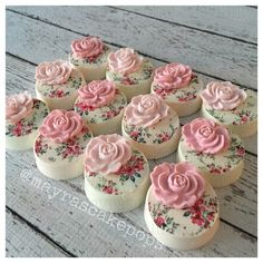 Shabby Chic Oreos  This would also be a  lovely decoration on petit fours