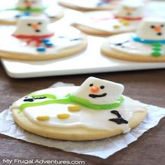 Spread holiday cheer with these festive and delicious Christmas treats including Christmas cookies, fudge, candy, cupcakes, and much more! Snowman Sugar Cookies Recipe, Christmas Sugar Cookie Recipe, Melted Snowman Cookies, Best Holiday Cookies, Xmas Cookies, Snowball Cookies, Crinkle Cookies, Thumbprint Cookies, Christmas Desserts