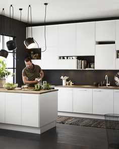White, charcoal grey and timber kitchen Kitchen Dinning, New Kitchen, Kitchen Decor, Modern Kitchen Design, Interior Design Kitchen, Timber Kitchen, Cocinas Kitchen, Scandinavian Kitchen, Kitchen Units