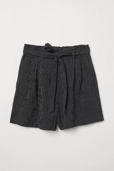 Short shorts in a textured-weave cotton and viscose blend with a high paper bag waist. Elasticized waistband at back pleats at top and removable tie belt. Fly with concealed zip and button. Casual Fall Outfits, Cute Summer Outfits, Stylish Outfits, Casual Shorts, Cute Outfits, Fashion Art, Mini Short, Paper Bag Shorts, Bago