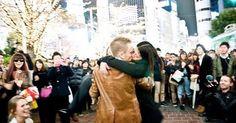 渋谷ハチ公前で、感動フルコースのプロポーズ! 世界一感動すると話題になった動画 «  grape -「心」に響く動画メディア