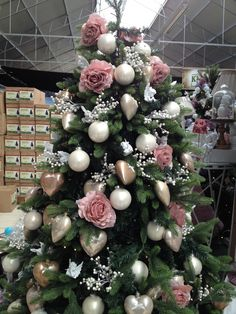 floralux decoration noel 2018 People Are Decorating Their Christmas Trees With Flowers And The  floralux decoration noel 2018