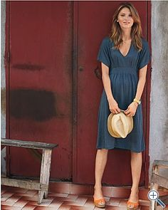 A great summer dress and would be super easy to make!