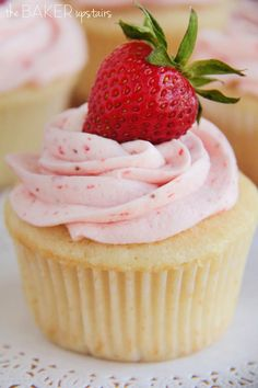 Vanilla Cupcakes with fresh Strawberry Buttercream