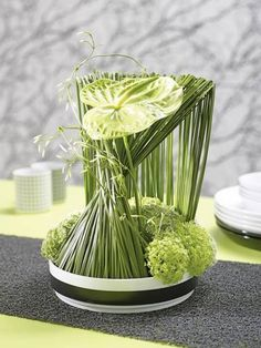 concept with the best grass.in love with green anthurium concept with the best grass.in love with green anthuriumconcept with the best grass.in love with green anthurium Unique Flower Arrangements, Ikebana Arrangements, Flower Vases, Flower Art, Deco Floral, Art Floral, Color Of The Year 2017 Pantone, Sogetsu Ikebana, Flax Flowers