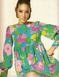 1960s fashion dressses with flower print