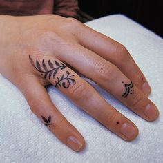 Lil' finger ornaments for Virginie Cool Finger Tattoos, Finger Tattoo For Women, Hand Tattoos For Women, Finger Tats, Tattoos For Guys, Womens Finger Tattoos, Tatoo On Finger, Full Hand Tattoo, Side Hand Tattoos
