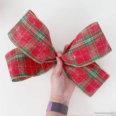 How to Make a Bow for a Wreath - Easy! Making Bows For Wreaths, How To Make Wreaths, How To Make Bows, Wreath Making, Boxwood Wreath Diy, Diy Wreath, Wreaths Crafts, Wreath Bows, Yarn Wreaths