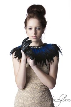 LUXE black and blue coque feathered shoulder par HausofTrashglam, $149,99