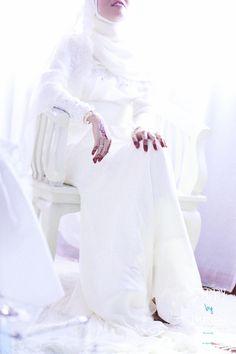 Zafirah & Azri White Jeans, Portrait, Pants, Wedding, Fashion, Trouser Pants, Valentines Day Weddings, Moda, Headshot Photography