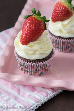 Cupcakes de chocolate con fresas