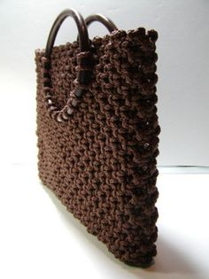 Macrame Purse Tutorial http://thisyearsdozen.wordpress.com/2009/06/03/new-macrame-purse-tutorial/